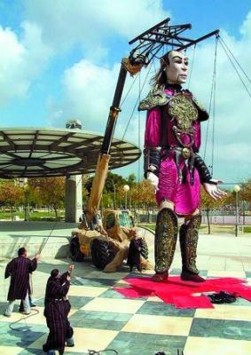 Una marioneta gigante mueve los hilos de la próxima Noche Blanca